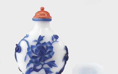 A BLUE-OVERLAY WHITE GLASS 'PHOENIX AND PEONY' SNUFF BOTTLE, QING DYNASTY, 1760-1860