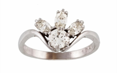 A DIAMOND CLUSTER RING with three diamonds of approx. 1.00 c...