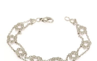 A diamond bracelet set with numerous brilliant-cut diamonds weighing a total of app. 0.75 ct., mounted in 18k white gold. Clarity VVS-VS. L. app. 18 cm.