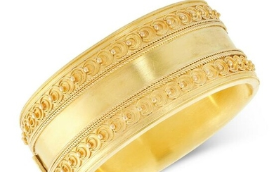 AN ANTIQUE CUFF BANGLE, 19TH CENTURY in yellow gold