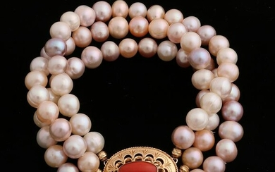 Bracelet with pearls with a yellow gold clasp, 585/000