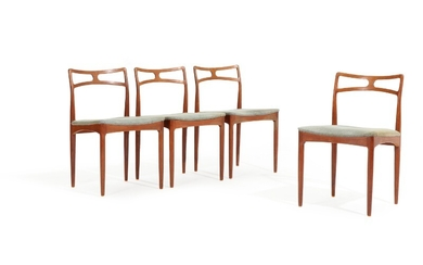 Johannes Andersen: A set of four teak side chairs upholstered in seats with grey wool. Manufactured by Chr. Linneberg. (4)