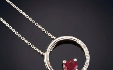 PENDANT WITH MEDIUM RUBY RING OF BRIGHTNESS, chain and frame in 18K white gold. Price: 380,00 Euros. (63.227 Ptas.)