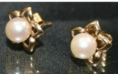 Pearl 9ct Gold Flower Ear Studs