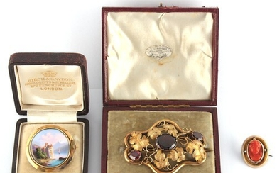 Property of a lady - a Victorian unmarked yellow gold amethy...