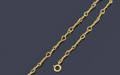 Watch chain 18K yellow gold with wound links.