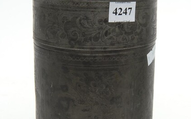 A 19TH CENTURY CHINESE LIDDED METAL VESSEL