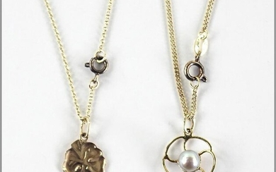 A Grey Cultured Pearl and 14 Karat Yellow Gold Pendant
