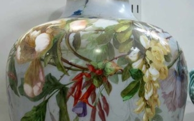 A LARGE 20th CENTURY FRENCH GLASS VASE