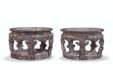 A PAIR OF CHINESE FAUX BOIS PORCELAIN STANDS, KANGXI PERIOD (1662-1722)