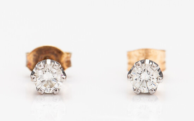 A pair of 18K gold earrings with diamonds ca. 0.38 ct in total.