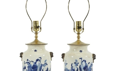 A pair of Chinese blue and white porcelain vases...