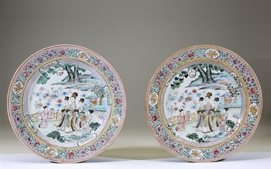 A pair of Chinese famille rose-decorated dishes Qing dynasty...