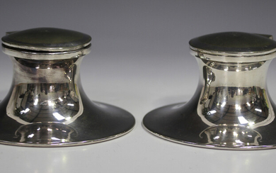 A pair of early 20th century Elkington plated capstan inkwells, each hinged lid engraved with '
