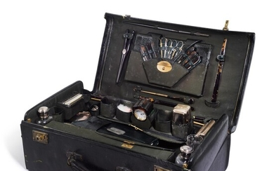 An Edward VII ladies silver-gilt travelling necessaire, retailed by Alfred Barker, London, 1905