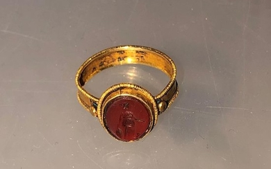 Ancient Roman Gold seal ring with carnelian stone of Minerva