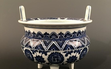 Chinese Blue-White Tripod Censer, Qianlong Mark
