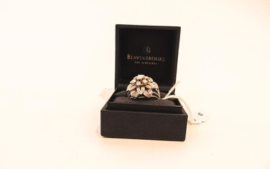 Dome ring in 18 carat white gold set with diamonds, punched, with case, t. 55, 8 g approx.