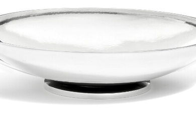 Harald Nielsen: A sterling silver fruit dish with hammered surface and two curved handles. L. 34 cm.