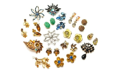 LOT OF RHINESTONE JEWELLERY