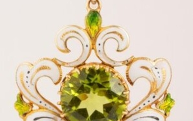 Late 19th century pendant in 18k (750 thousandths) yellow gold in the spirit of the Renaissance, decorated with white enamel punctuated with black accents and translucent gradient green enamel. In the center, a round peridot probably added later. A...
