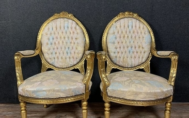 Pair of Louis XVI style armchairs with medallion in gilded wood - Louis XVI Style