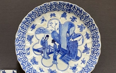 Plate - Porcelain - Chinese - Men and women in a scholar's pavilion - Six character mark Da Ming ChengHua Nian Zhi- China - Kangxi (1662-1722)