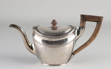 Silver teapot, 934/000, Empire. Boat-shaped teapot decorated with fillet edges and equipped with a wooden handle and wooden knob on the lid .. 26x9x16cm. MT .: PH la Ruelle, Amsterdam, yl.:a:1807-1809. about 389 grams.