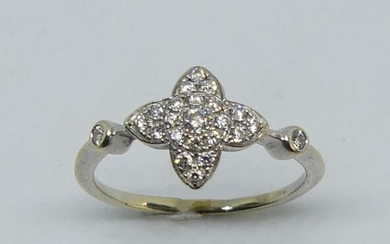 Small gold FINGER RING, the quadrilobed bezel set with diamonds, the ring enhanced with two small diamonds. Gross weight 1.9 g Control dispensed