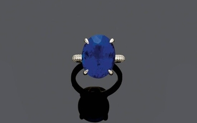 *TANZANITE AND DIAMOND RING.