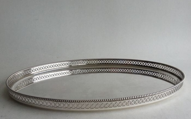 Tray, Dutch silver tray with openwork edge and pearl edge decoration - .835 silver - A. Presburg en Zn Haarlem - Netherlands - 1961