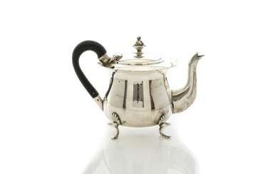 VICTORIAN ENGLISH SILVER TEAPOT, 225g