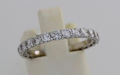 White gold wedding band set with 24 brilliants...