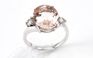 A MORGANITE AND DIAMOND DRESS RING IN 18CT WHITE GOLD, SIZE L, 4.5GMS