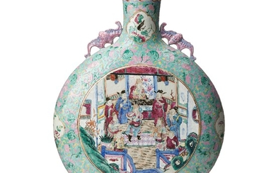 A large famille rose moon flask, late Qing dynasty, 19th Century.