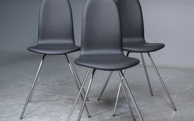 Arne Jacobsen. Three leather upholstered chairs, 'The Tongue' (4)