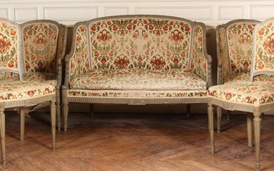 Cabriolet lounge furniture in carved wood lacquered grey and gold including a two-seater sofa, a pair of shepherdesses and a pair of chairs (worn)