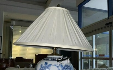 Chinese Porcelain Blue and White Lamp