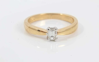 Diamond single stone ring with a rectangular step-cut diamond estimated to weigh approximately 0.25cts in four claw setting on 18ct yellow gold shank. Ring size L½.