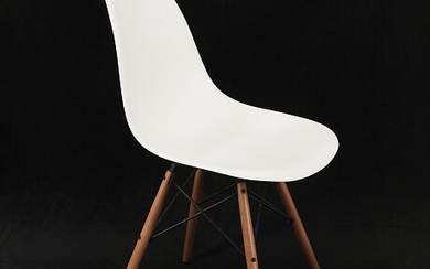 Eames Plastic Chair DSW Eames Plastic Chair DSW