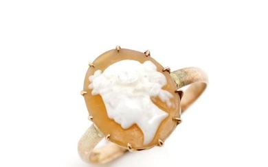 Early 20th C. carved cameo and 9ct rose gold ring marked 9. ...