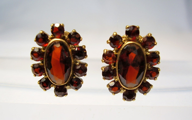 GARNET EAR CLIPS YELLOW GOLD 8 CARAT.