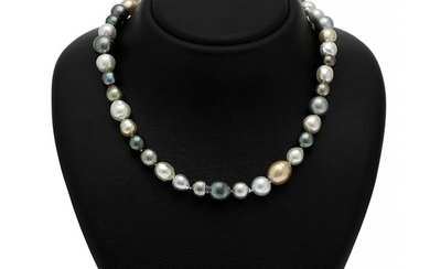 Hartmann's: A pearl necklace set with numerous cultured Tahiti and South Sea pearls, clasp of sterling silver. L. ca. 47 cm. Pearl diam. 9–14 mm.