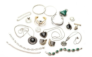 LOT OF ASSORTED SILVER JEWELLERY