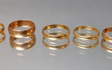 Pack of 5 gold wedding rings. Total weight:...