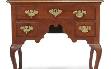 Queen Anne walnut dressing table Philadelphia, PA, circa 1750...