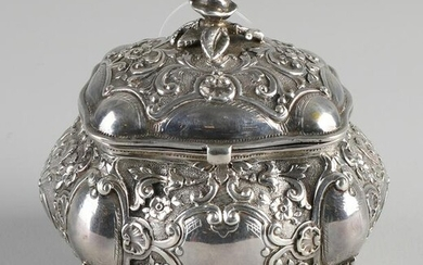 Silver box with lid, 830/000, outlined rectangular