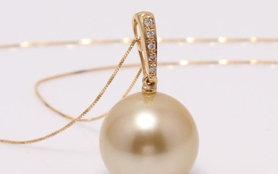 South Sea pearl necklace in 18k gold with diamonds 0.04ct