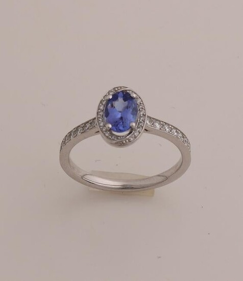 White gold fantasy rosette ring, 750/000, with sapphire