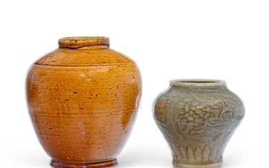 2 ceramic pots, one Chinese and one probably Vietnamese, 9 cm and 13,5 cm high